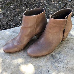 Crown Vintage boots, Size 8, Sandy